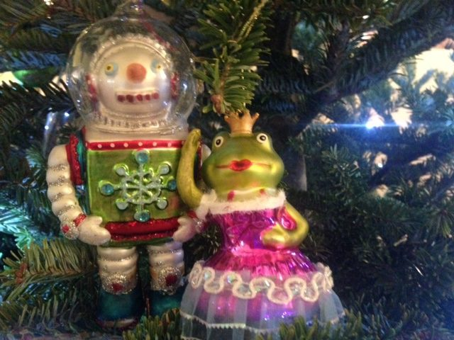 The frog queen and the astronaut
